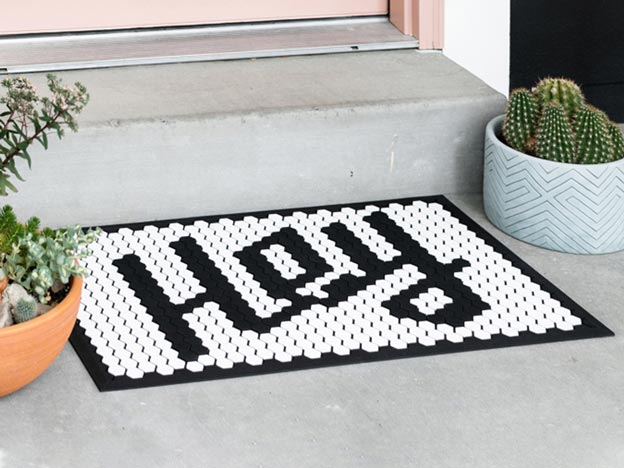 Black and white doormat that reads 'Hey'
